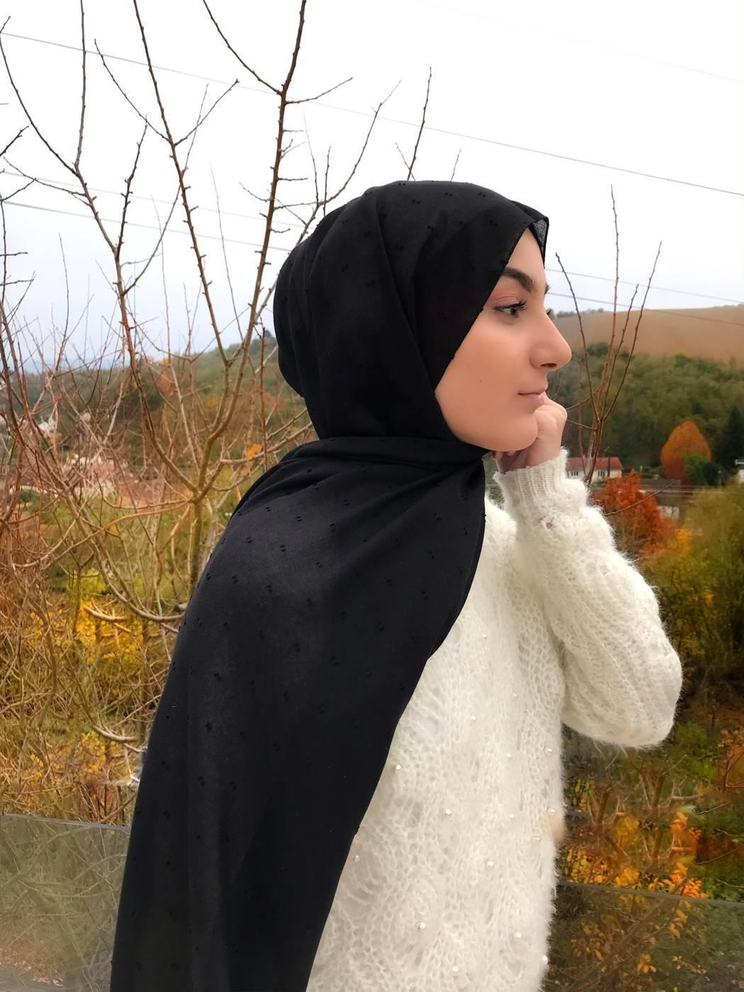 Gibril & Gabrielle - Dotted cotton Hijab - Black