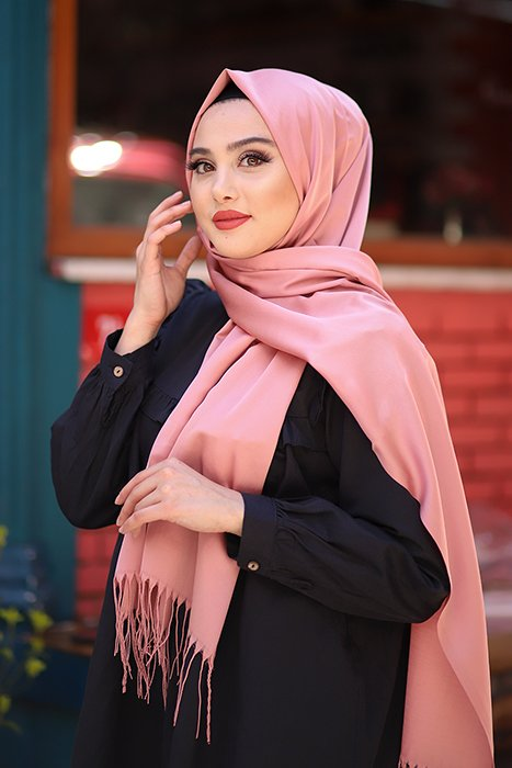 Gibril & Gabrielle - Old Pink Hijab With Fringes